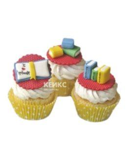 Капкейки с разноцветными учебниками на 1 сентября