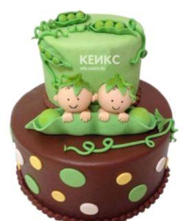 Торт для двойняшек с фигурками младенцев