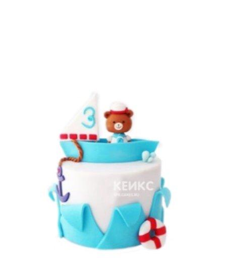 Бело-голубой торт с корабликом и мишкой