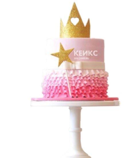 Розовый торт с золотой короной и волшебной палочкой