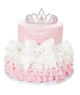 Красивый торт для девочки с короной, рюшами и бантом