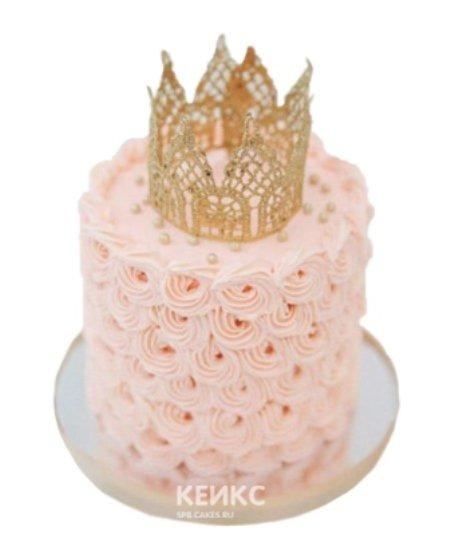 Торт розового цвета с короной