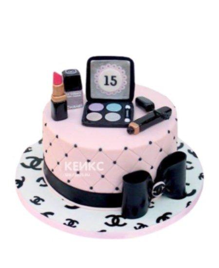 Торт розового цвета в виде косметики