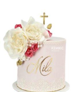 Торт с кружевами и кораллово-белыми цветами на крещение