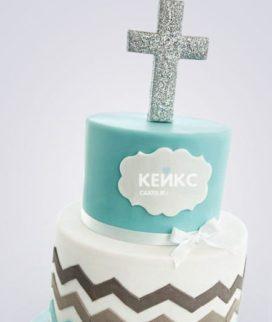 Бело-голубой торт с крестом на крестины девочки
