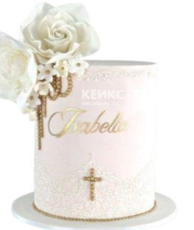 Белый торт на крестины с кружевом, цветами и крестиком