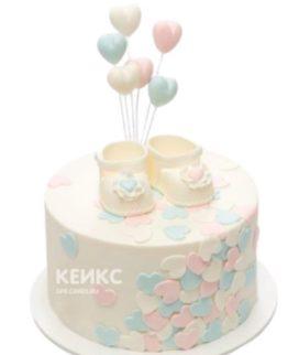 Детский торт с пинетками и шариками
