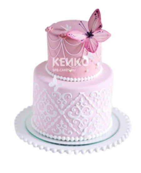 Торт нежно-розового цвета с бабочкой
