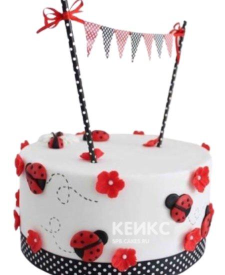 Торт с Божьими коровками и красными цветочками