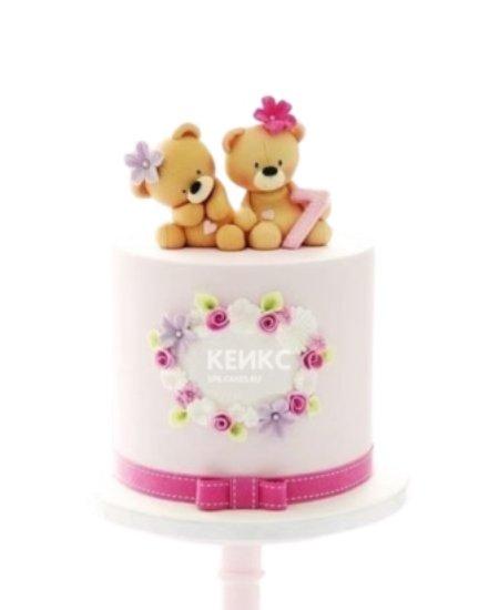 Торт розовго цвета с двумя мишками