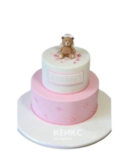 Торт бело-розового цвета с медведем