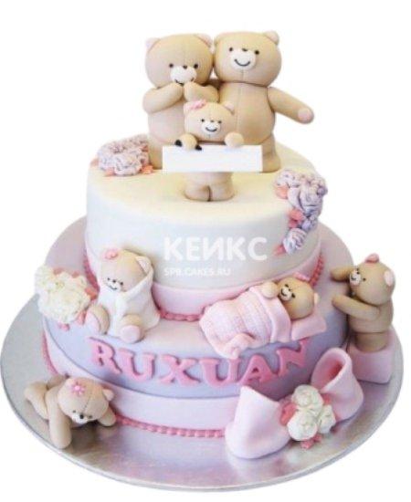 Торт розового цвета с семьей мишек