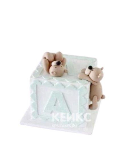 Торт в виде кубика с двумя мишками