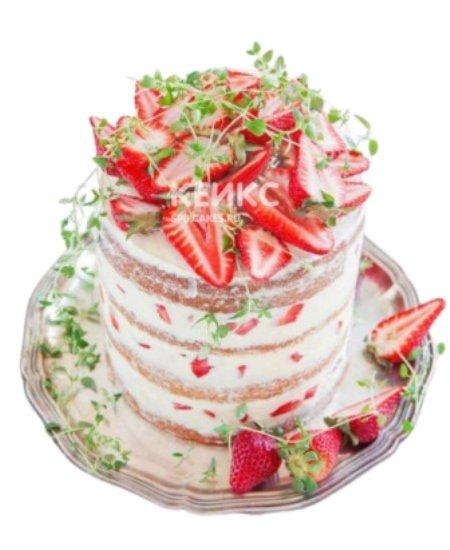 Небольшой торт в стиле рустик со свежими ягодами клубники