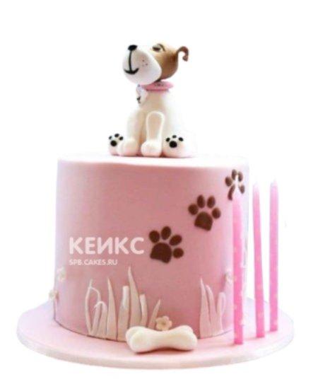 Торт розового цвета с сидящей собакой