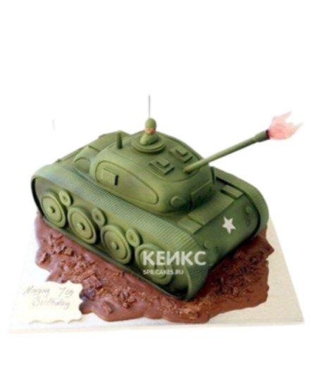 Торт в форме танка с залпом