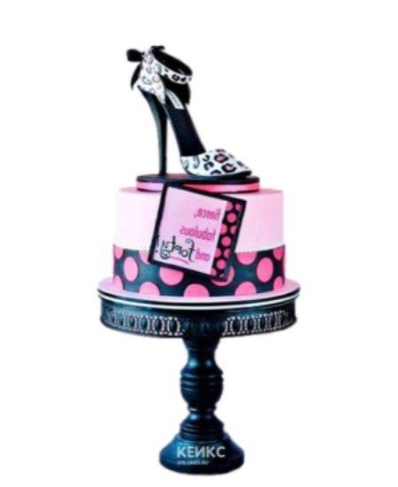 Розовый торт в виде леопардовой Туфельки