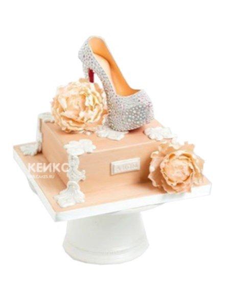 Торт серебристая туфелька с цветами
