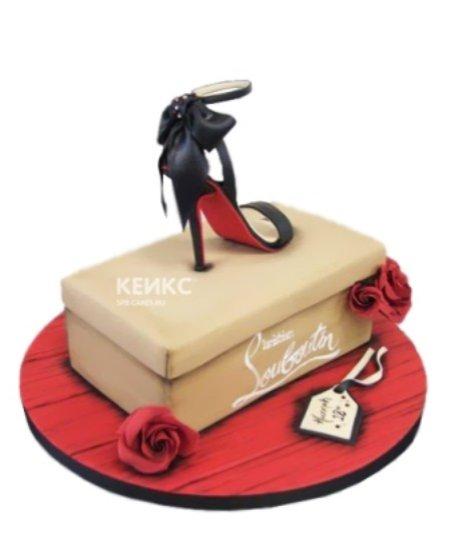 Торт черная туфелька на коробке