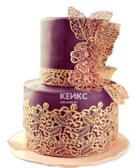 Бордовый торт Восток с золотыми кружевами