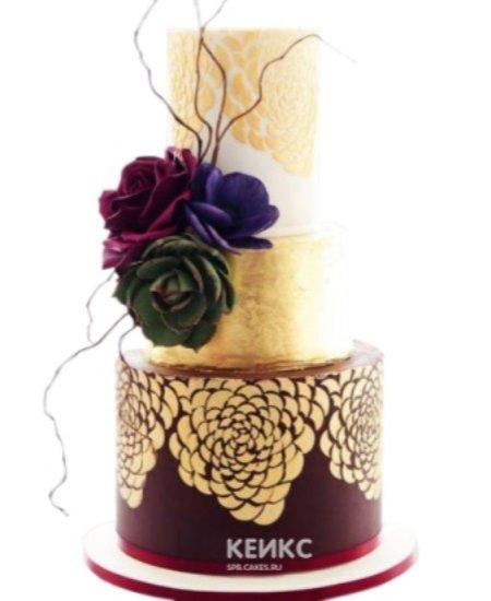Бордово-золотой торт Восток украшенный розами