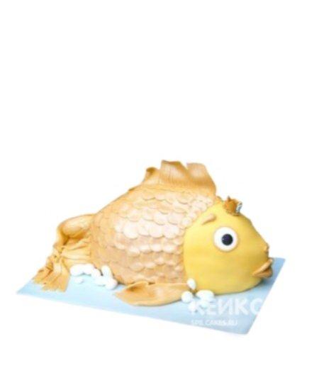 Торт в виде золотой рыбки с короной
