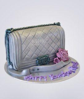 Торт в виде серебристой сумки Шанель с розой