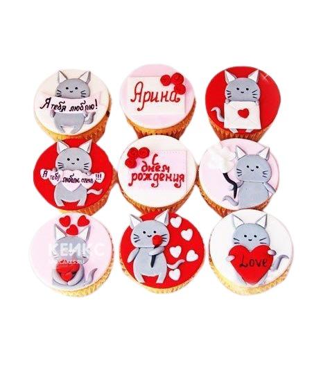 Капкейки девушке с котиками и сердечками