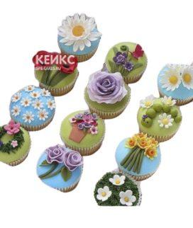 Капкейки для мамы с разными цветами