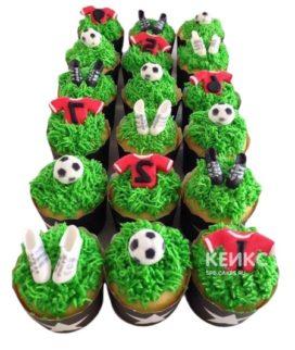 Капкейки футбол с травой и формой