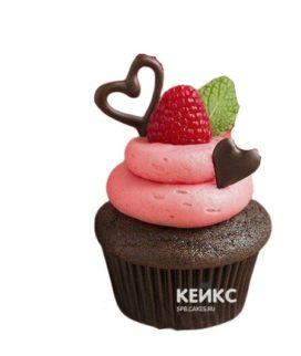 Ягодные капкейки с малиной и шоколадными сердцами