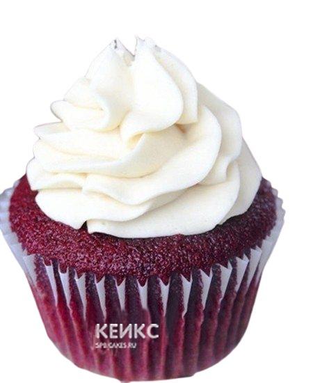 Капкейки красного цвета с шапкой белого крема