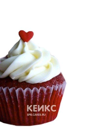 Красные капкейки украшенные белым кремом и сердечком