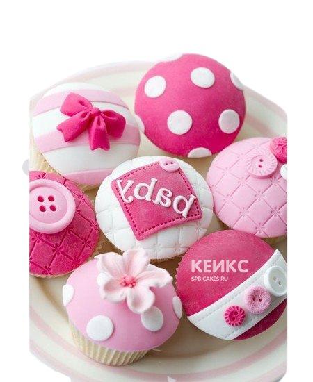 Розово-белые капкейки на рождение ребенка