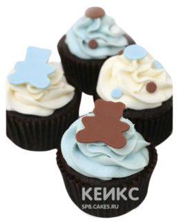 Молочно-голубые капкейки с мишками и конфетти на выписку