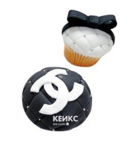 Черно-белые капкейки Шанель с логотипом и бантом