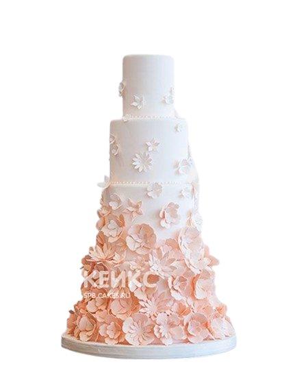 Бежевый свадебный торт с красивыми цветами