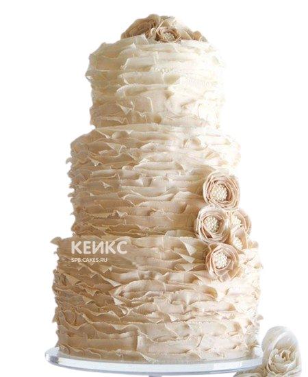 Воздушный бежевый свадебный торт с цветами и рюшами