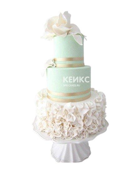 Красивый свадебный торт в бирюзовом цвете с рюшами