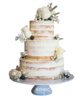 Свадебный торт голый с белыми розами и ягодами