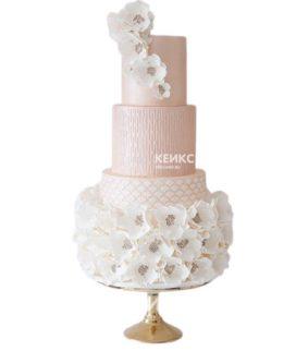 Нежно-розовый эксклюзивный свадебный торт с белыми цветами