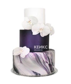 Эксклюзивный фиолетовый свадебный торт с белыми орхидеями