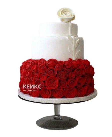 Красно-белый свадебный торт с цветами