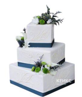 Квадратный свадебный торт белый с синими полосами
