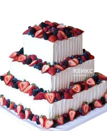 Трехъярусный квадратный свадебный торт с ягодами