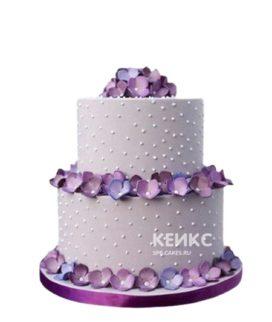 Маленький свадебный торт с сиреневыми цветами