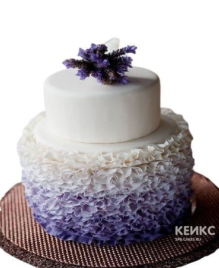 Двухъярусный фиолетовый свадебный торт омбре с рюшами