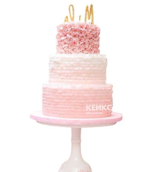 Нежный розовый свадебный торт омбре с рюшами