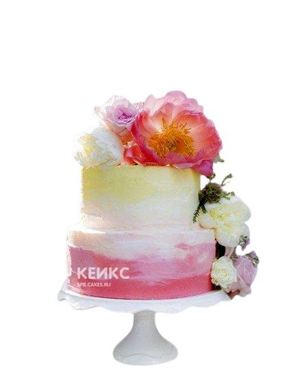 Разноцветный свадебный торт омбре с цветами