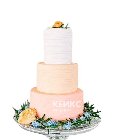Бело-розовый свадебный торт омбре